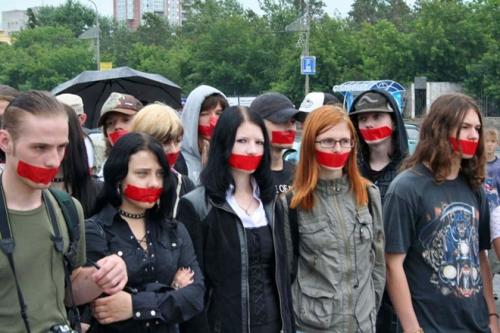 Эмо и готы против запрета своих субкультур