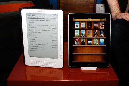 Айпад и электронная книга. Фото Cnet.com